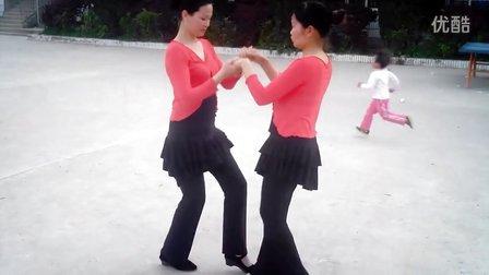 上潘村大队部广场舞《红雪莲》