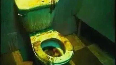 [搞笑视频]超猛美女上厕所.flv