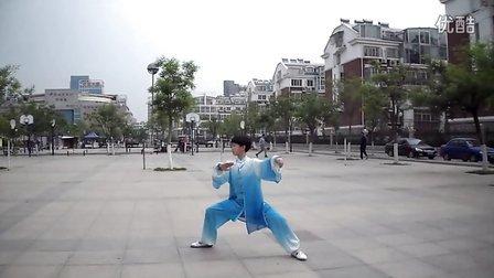 聊城吴小杰11岁小弟子周书欣演练陈氏56式太极拳