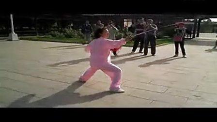 陈式太极剑背面演示-秦兰玲