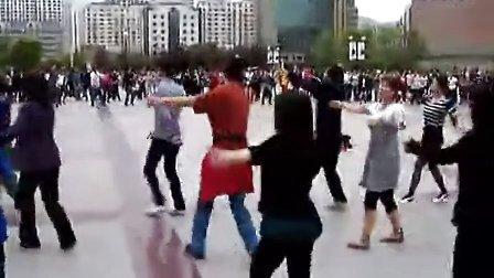 青海西宁市新宁广场藏族锅庄舞 高清