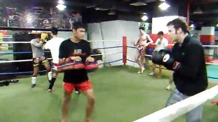 新上海泰拳馆——美国学员打靶视频