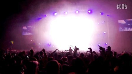 Lumia 928:Swedish House Mafia  Masquerade Motel  4