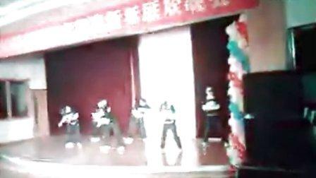 南昌航空大学继续教育学院2013年元旦晚会街舞(流畅)右侧画面