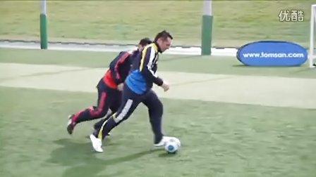 汤姆拜尔校园足球视频教学之二十二 脚掌连续踩球转身变向