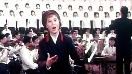最原版的《太阳最红毛主席最亲》(1977年电影版本,徐艺领唱)