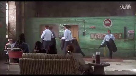 光猪六壮士:仓库跳舞练习