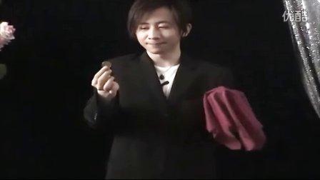 刘谦-近景硬币魔术-手帕银行