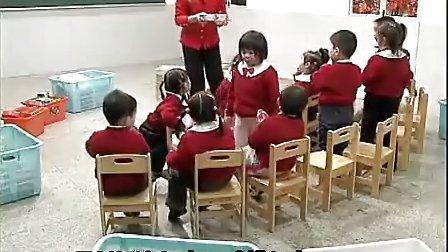 幼儿园优质课小班数学教学活动《有趣的盒子》何洁