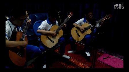 油田一中学生拉德斯基吉他重奏