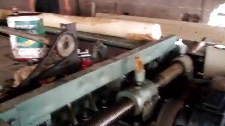 木材旋切机工作过程