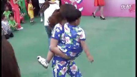 壽縣安豐鎮童樂幼兒園慶六一親子游戲《摘桃子》指導老師 陳廣梅