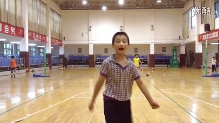 张明翔跳发球动作