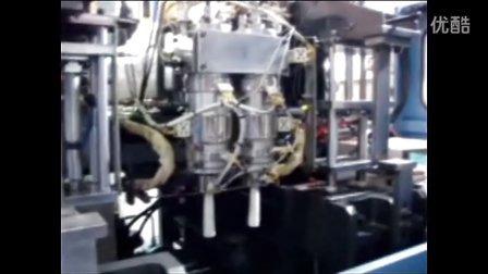 宝捷全自动挤出吹瓶机2模头生产洗涤用品瓶