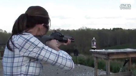 想射就射!美眉散弹枪尽显风情!