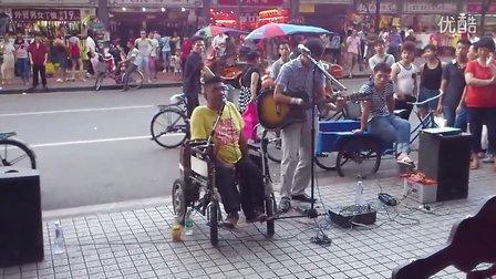 广州上下九 俩卖唱残疾人唱黄家驹的《真的爱你》