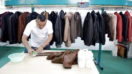 邦纳福干洗店加盟光面皮衣清洗流程