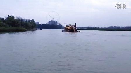 挖掘机刬船