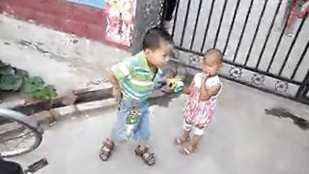 130615李俊利儿子李昀朔麦收季在西先贤村东幼儿园放学景SAM_4880
