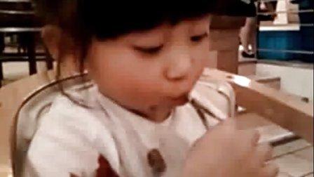 [可爱宝贝]小葡萄同学有点儿雷人的超强吃海带丝方法