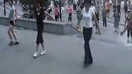 www.gcwzj.com .-周思萍广场舞系列-美了.美了(流畅)