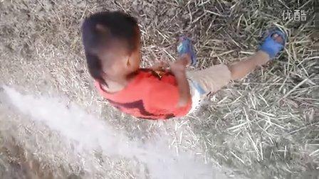 无知小孩尿尿