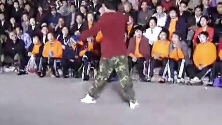 民工大叔惊艳霹雳舞视频,哥11年没跳舞了,看看退步没有!