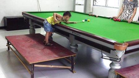 中国4岁斯诺克男孩卡卡PK英国6岁天才韦斯利~看看谁更有潜力