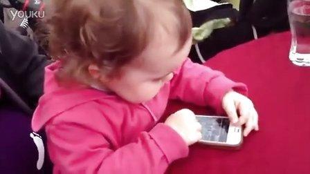 【时光小可爱】面对新机型,小宝宝茫然表情笑死人!