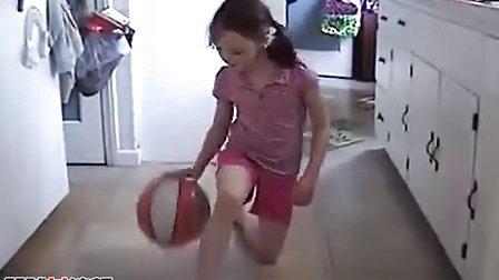 8岁女孩有令人难以置信的运球技巧