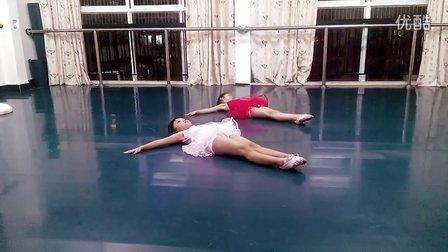 南宁天艺舞蹈   少儿芭蕾踢腿练习