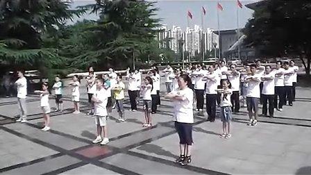 """石家庄""""日行一善""""人民会堂前广场快闪行动"""