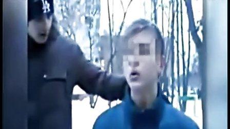 俄罗斯组织拍虐待15岁同性恋少年视频