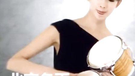 林志玲玩乐器写真曝光 面容清纯气质极佳