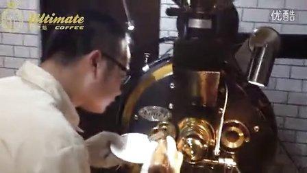 澳帝焙咖啡 Robin老师正在演示咖啡豆烘焙过程
