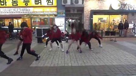 实拍韩国女学生街头群舞part2.这么疯么