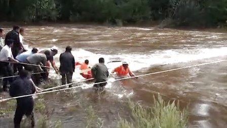 伊春市公安干警与消防官兵生死营救