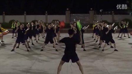 广东东莞凤岗公安分局60余人威风锣鼓队训练视频。