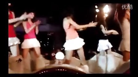 【街拍】街拍短裙美女可爱热舞