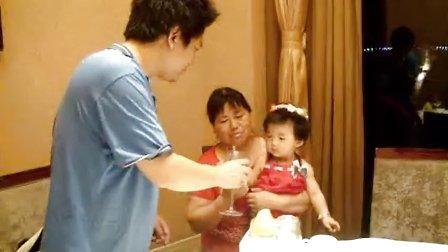 刘王楚楚在华亭湖时代大酒店过一岁大寿!