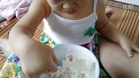 VID_20130831第一次学吃饭