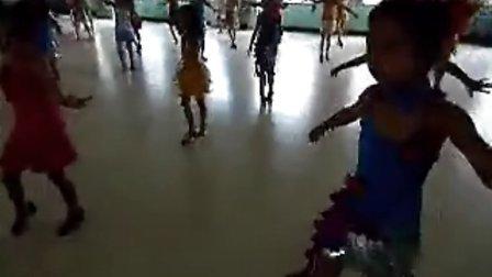 镇安县文化馆少儿艺术团2013年暑期培训班14-16点儿童中级班