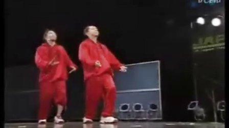 一组罕见的街舞集体舞蹈