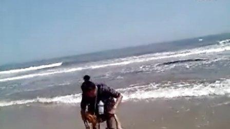 第一次去海边2~玩的很嗨~1岁7个月25天~