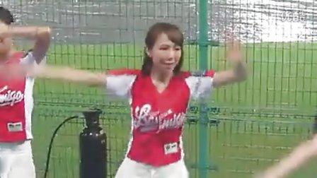 台湾棒球啦啦队雨中助威