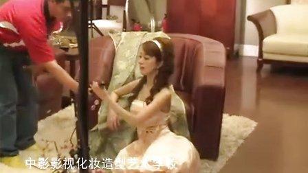 北京中影影视化妆学校学生为著名影星金巧巧化妆造型