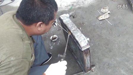 河北学员实习汽车水箱焊接维修