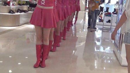 【拍客】长春市万达开业惊现卖萌粉红色兔子姑娘引围观!