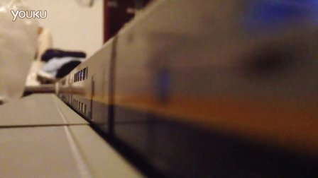 满编重联E4低速通过站台(加灯后)
