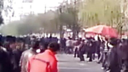 沁阳市特大绑架杀人案案犯游街现场